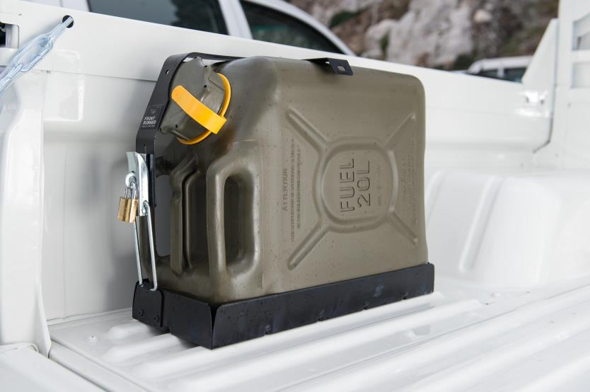 Jerry cans & accessories (4)