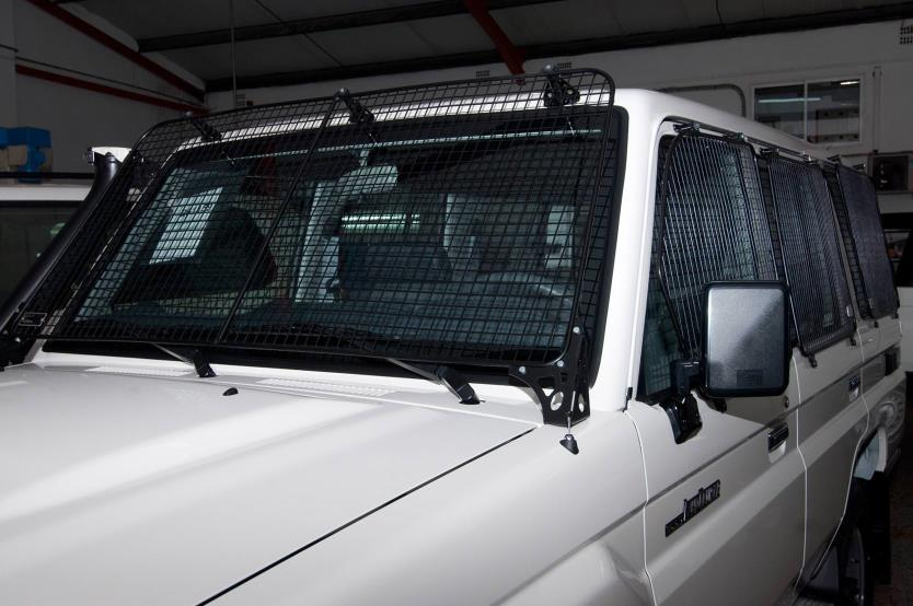 Vehicle security grilles  (1)